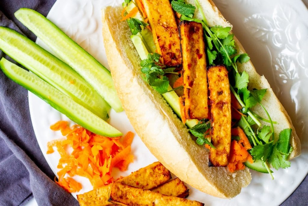 banh mi with sides